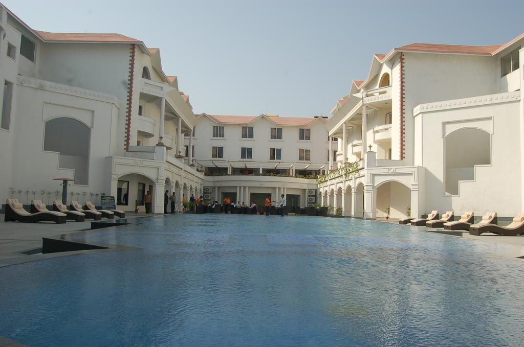 Country holidays Inn and suites Puri