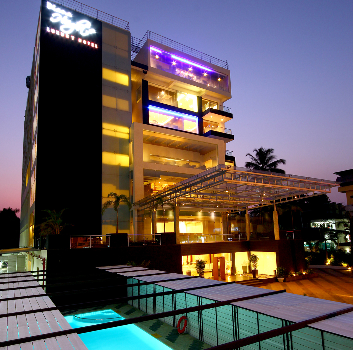 Country holidays Inn and suites Kerala